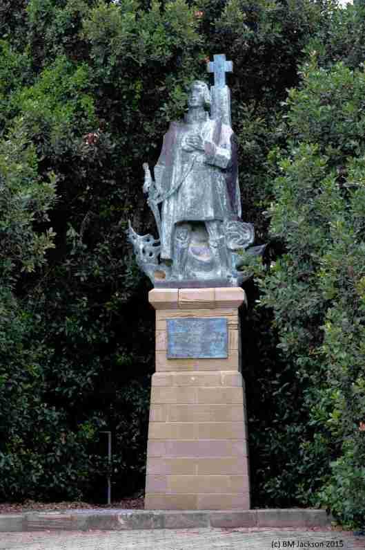Dias Statue